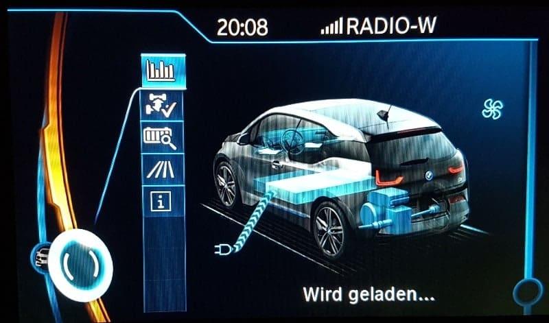 Anzeige des BMW i3 während des Ladevorganges