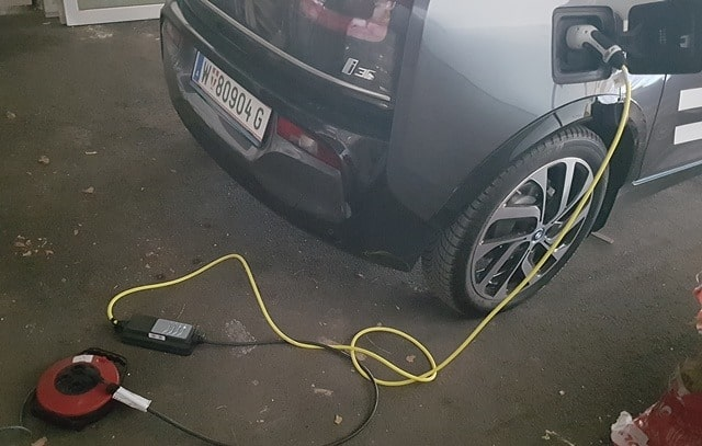 Der BMW i3s am Ladekabel