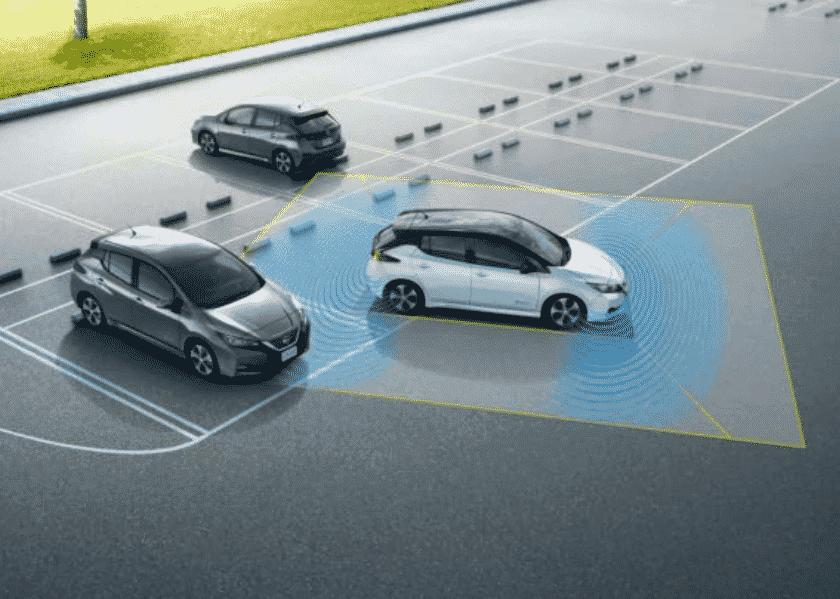 Nissan Leaf 2018 parkt automatisch ein
