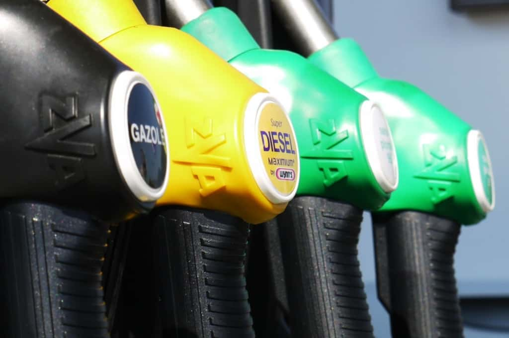 Tanken eins Fahrzeuges mit Dieselantrieb